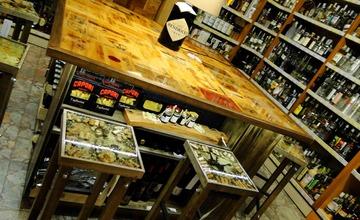 gli sgabelli e il tavolo!